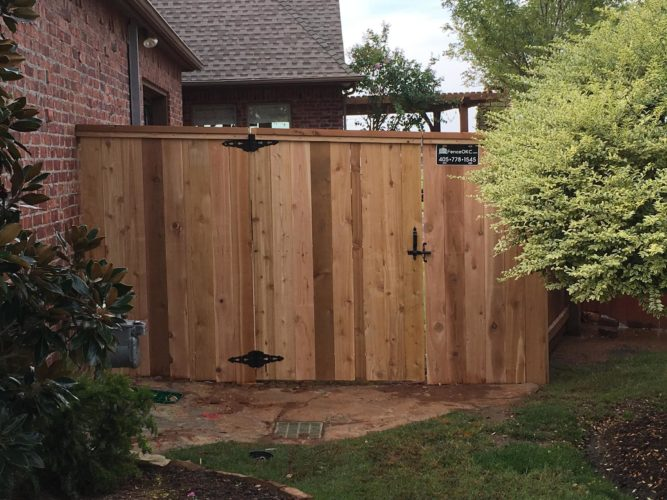 Cedar fence with cap and trim installed by Fence OKC Fence contractor okc oklahoma