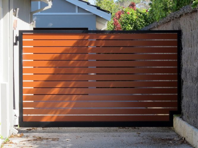 Automatic driveway gates how do they work fence okc for Single wooden driveway gates